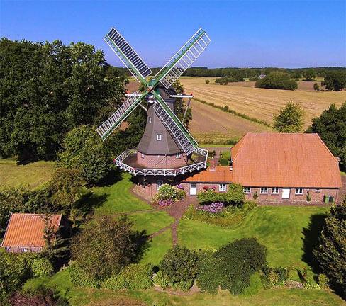 Blick von oben auf die Windmühle