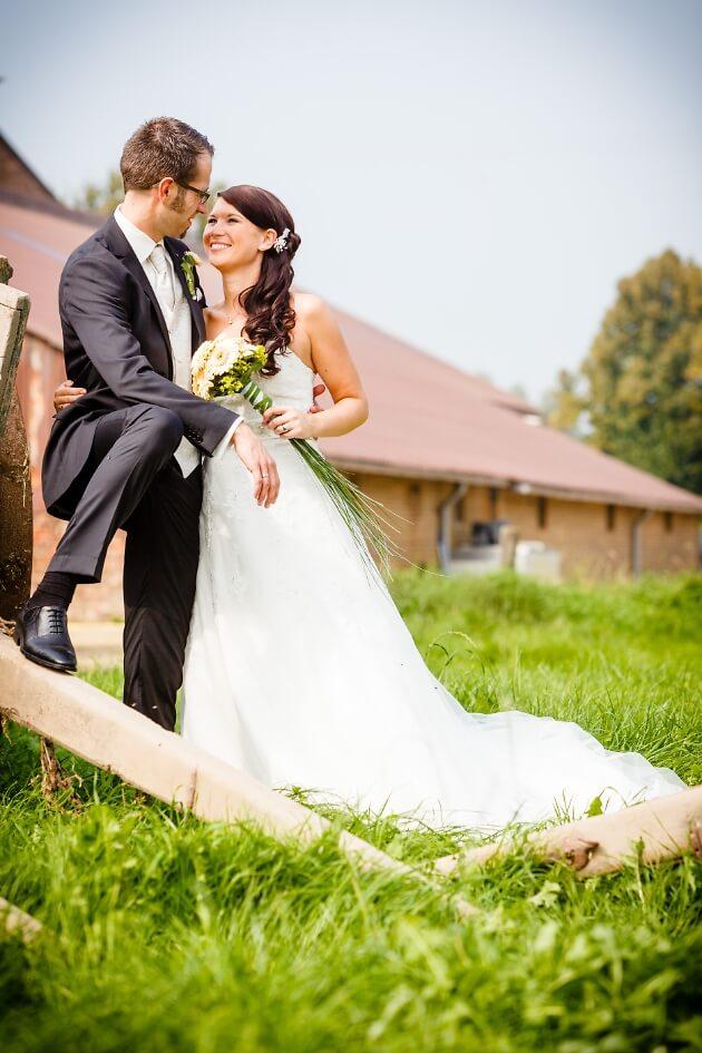 Hochzeitsfotografie Niederrhein - Brautpaar Wiese