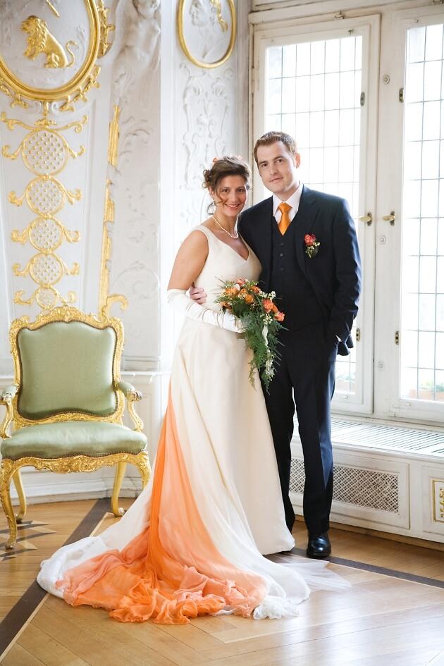 Hochzeitspaar vor eleganter Kulisse