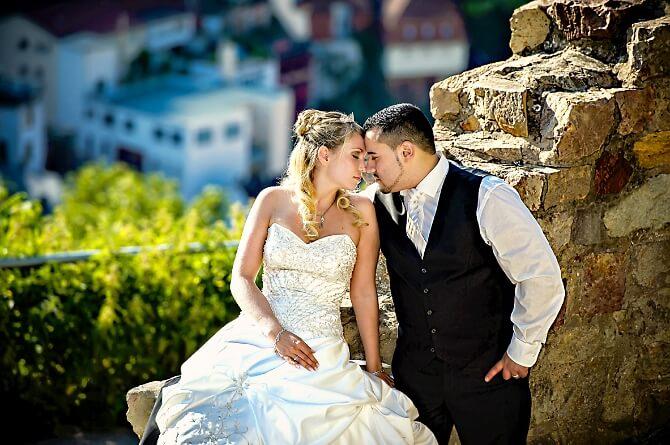 Brautpaar in der Sonne