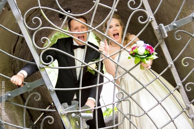 Witziges Paarshooting zur Hochzeit
