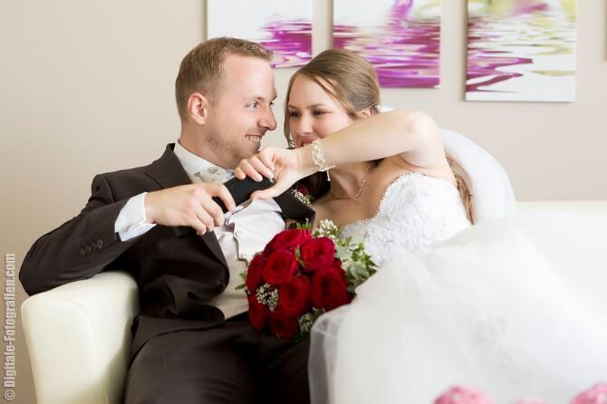 Verspieltes Brautpaar