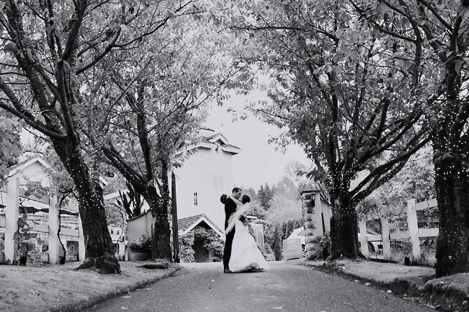 Hochzeitspaar im Freien