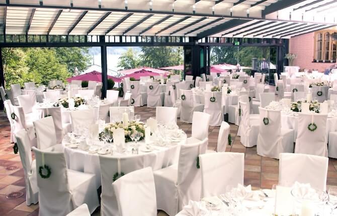 Terrasse zum Feiern der Hochzeit