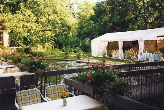Pavillon für die Hochzeitsfeier im Grünen
