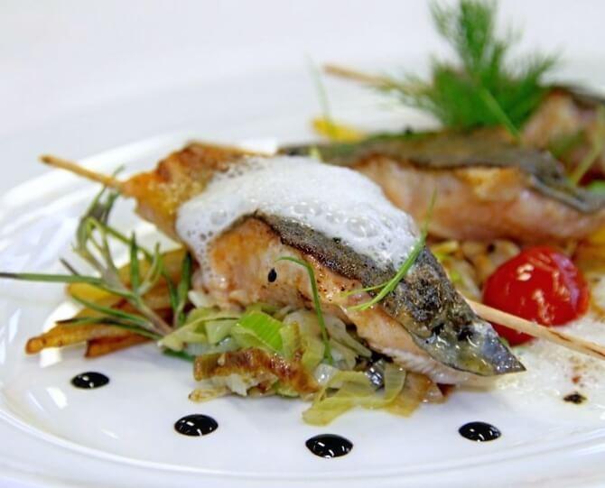 Fischspeise serviert im Seehof