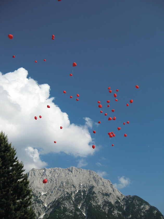 Ballonstart in den Bergen