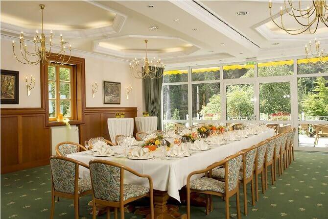 Festsaal für die Hochzeit im Hotel