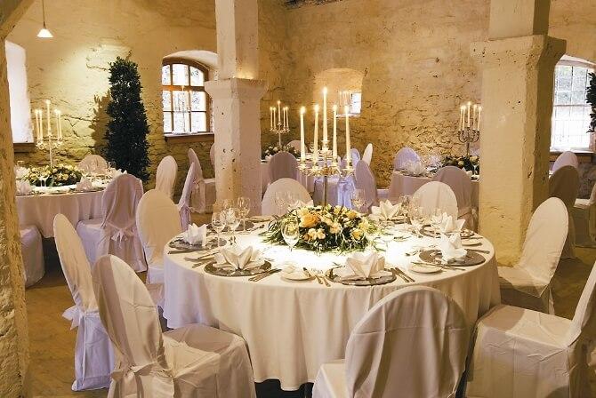 Dekorierter Speisesaal für die Hochzeit