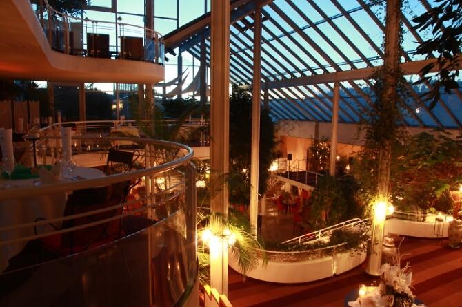 Hotelhalle bei Nacht