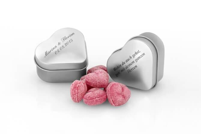 Metalldosen in Herzform mit Bonbons und Personalisiert