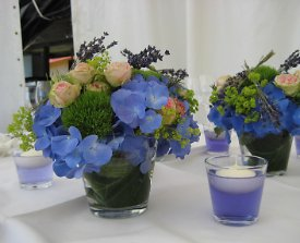 Blumen in Blau zur Hochzeit