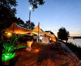 Der Rheinstrand am Abend