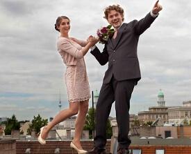 Brautpaar über den Dächern