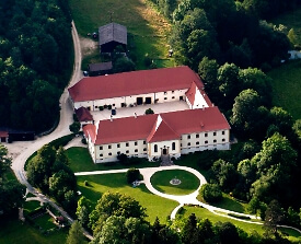 Schloss Ehrenfels aus der Luftansicht