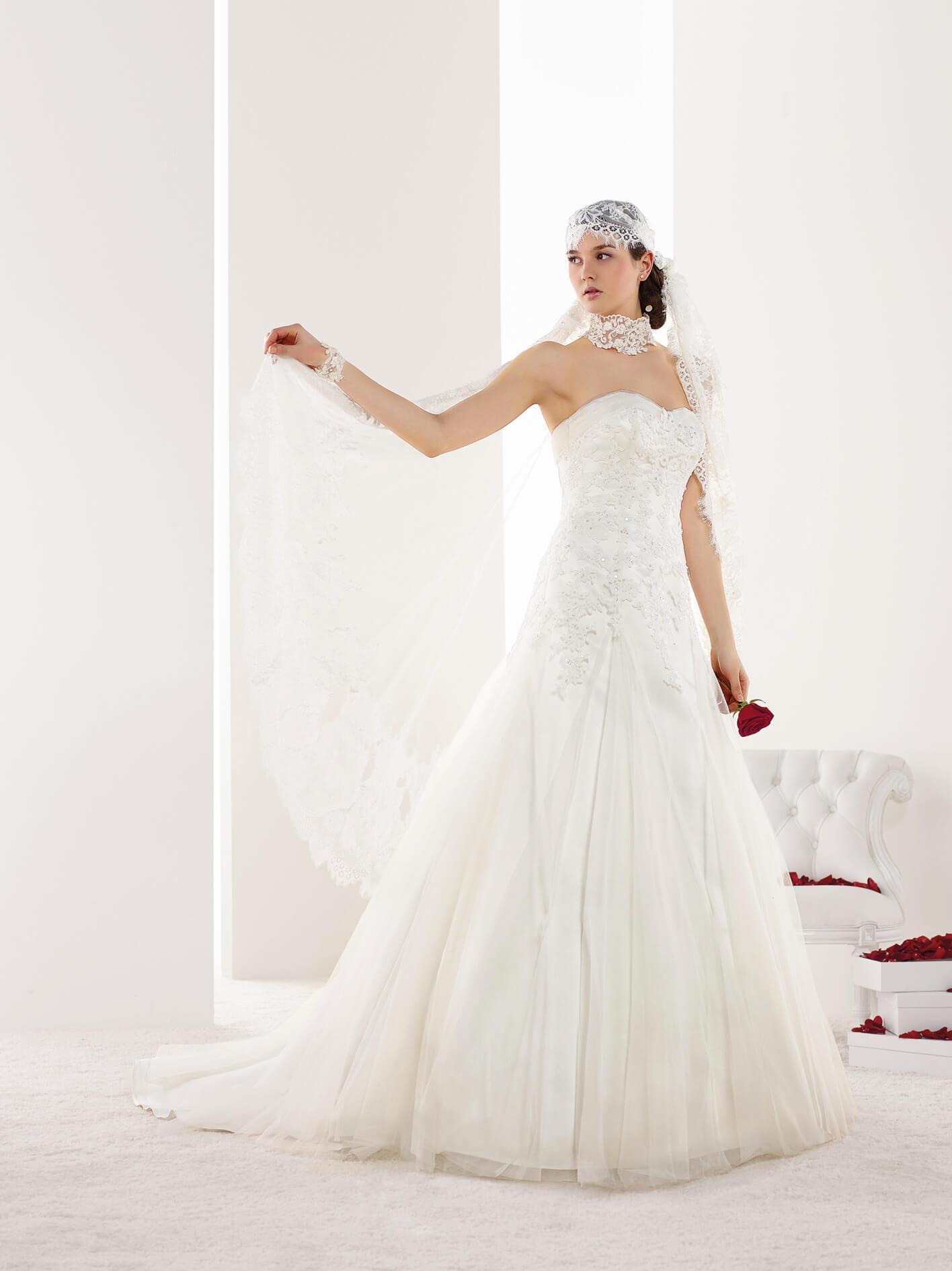 Brautmode von Pronuptia in der weddix Brautkleider-Galerie-weddix