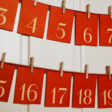 DIY-Set Adventskalender mit Holzklammern und Band