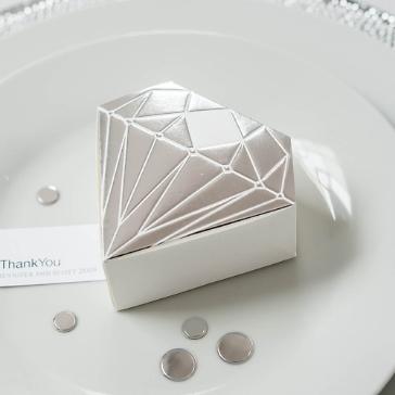 Gastgeschenk Schachtel Diamant Silber