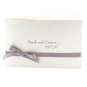 Einladungskarte Hochzeit Svantje, grau, Klappkarte mit Schleife