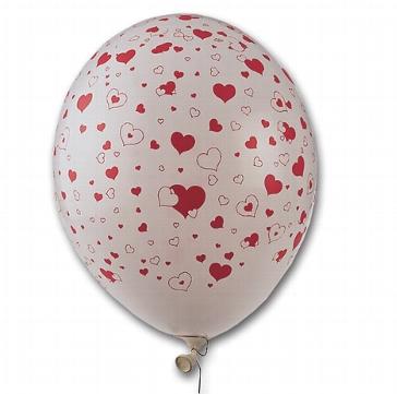 Luftballons mit aufgedruckten hochzeitlichen Herzen
