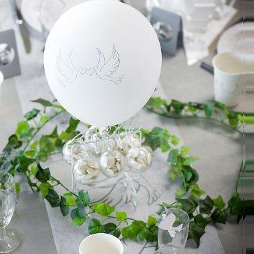Hochzeitsballons mit Turteltauben