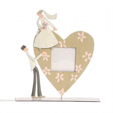 Bilderrahmen- Brautpaar trägt Herz