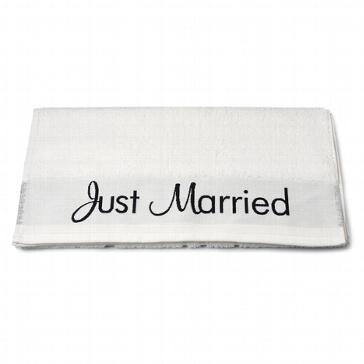 Schenken Sie das Just Married Handtuch dem Brautpaar