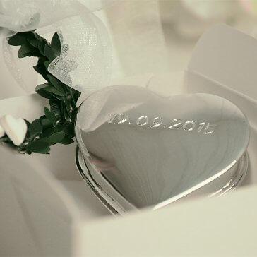 Herzdose aus Metall mit Gravur
