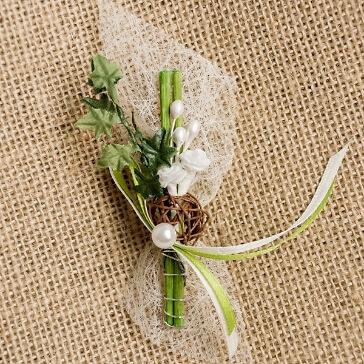 Hochzeitsanstecker Rosen und Efeu, weiß