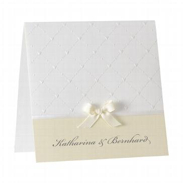 """Hochzeitseinladung """"Beverly"""", creme - weiß cremefarbene Hochzeitseinladung mit cremefarbener Schleife"""