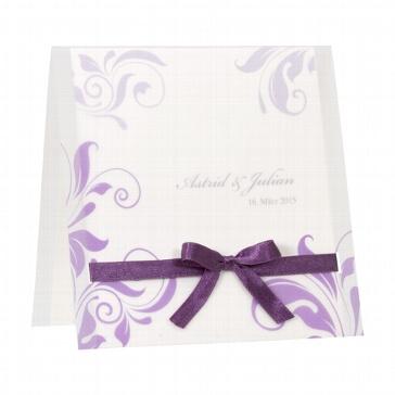 """Hochzeitseinladung """"Jane"""" - weiße Hochzeitseinladung mit lila Ornamenten und lila Schleife"""