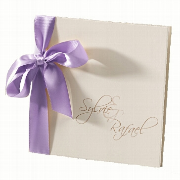 """Hochzeitseinladung """"Sylvie"""" mit fliederfarbener Schleife"""