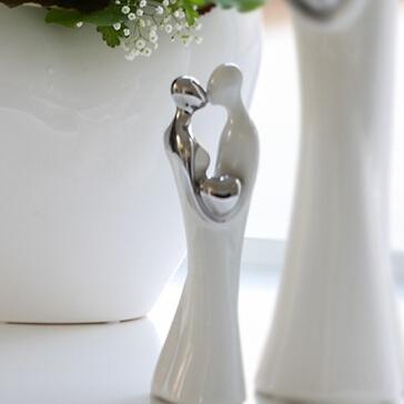 Hochzeitsdekoration verliebtes Brautpaar