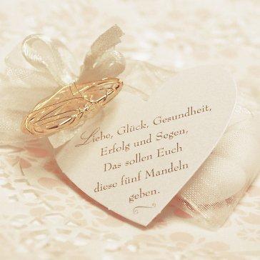 Hochzeitsmandel-Spruch auf Geschenkanhänger Herz