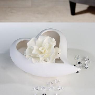 Keramikschale in Herzform für die Tischdekoration zur Hochzeit