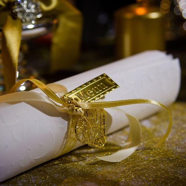 Dekoanh nger drahtherz gold f r die hochzeitsdeko und for Hochzeitsdeko gold