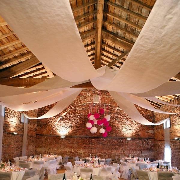 Raumdeko banner vlies wei zur hochzeitsdeko for Hochzeit raumdeko