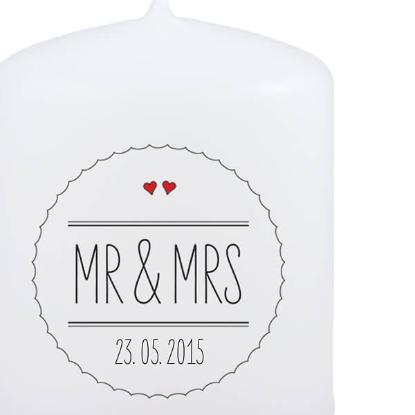 gastgeschenk kerze mr mrs personalisiert mit dem hochzeitsdatum. Black Bedroom Furniture Sets. Home Design Ideas