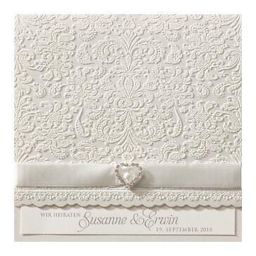 Hochzeitskarte mit weißer Spitze