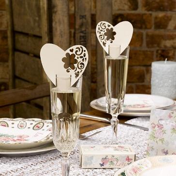 Namenskarten im romantischen Design zur Hochzeit