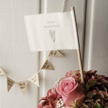 Papier-Flagge Just Married mit Herz Hochzeitsdekoration