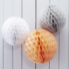 Wabenbälle in Weiß , Grau & Apricot