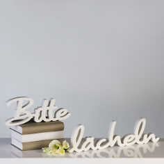 "Holzchriftzug ""Bitte Lächeln"" in Weiß"