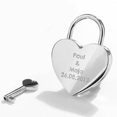 Herzförmiges Liebesschloss in Silber mit Gravur in Druckschrift
