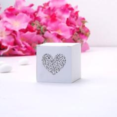 Gastgeschenk Schachtel Ornament Herz, weiß