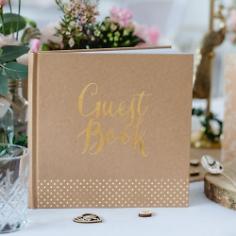 "Rustikales Gästebuch ""Gold Punkte"""