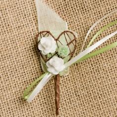 """Hochzeitsanstecker """"Herz mit Blüten"""" champagner-grün"""