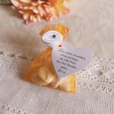 Gastgeschenk Säckchen in Orange mit Mandeln befüllt