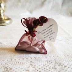 Gastgeschenk Organzasäckchen befüllt mit Mandeln