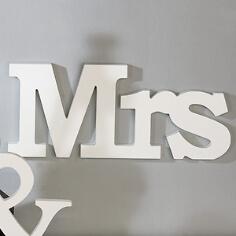 """Holzschild """"Mrs"""" zur Hochzeit"""